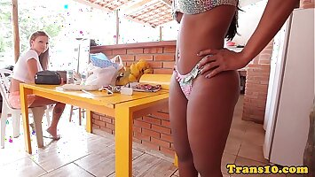 Bigbooty ebony trans showing off her body